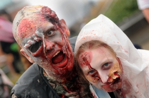 Casal zumbi na Zombie Walk