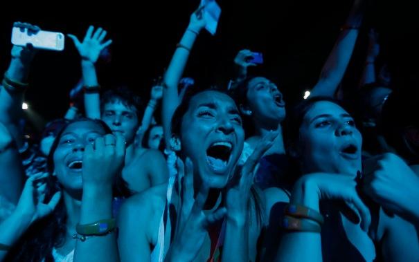 Fans react as U.S. singer Mayer performs at the Rock in Rio Music Festival in Rio de Janeiro